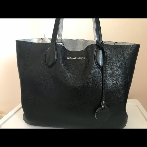 dcb0d70bd911 Michael Kors Bags | Large Mae Soft Leather Carryall Tote | Poshmark